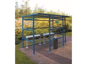 7 Person Smoking Shelter with Clear Perspex Back